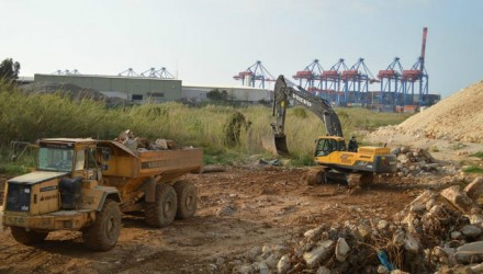 A fleet of Volvo machines constructs a new sanitary landfill in Lebanon