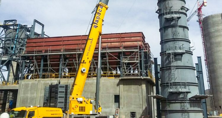 Bolivia's first Grove GMK6400 quickly put to work on construction projects across the country