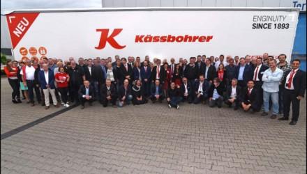 Kässbohrer unveils a new service, a new curtainsider