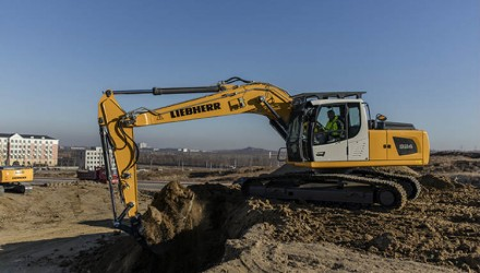 The Liebherr R 920 Crawler Excavator for Less Regulated Markets at Bauma China 2016