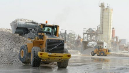Saudi Dolomite uses Volvo CE machines at the processing plant in Abqaiq, Saudi Arabia.