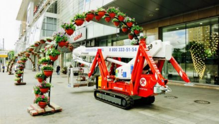 Palazzani Ragno TSJ 39/C will clean the external facades of SEM Europeisky Mall
