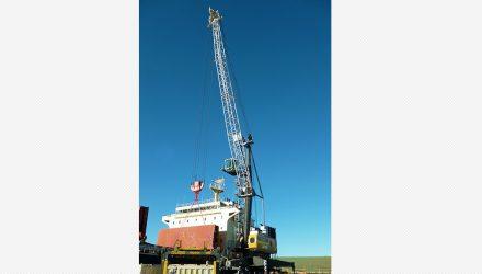Qube take Liebherr mobile harbour crane for Bell Bay