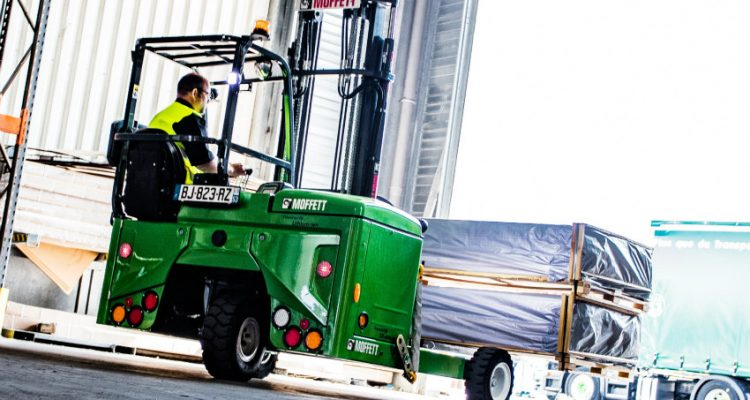 Hiab has received an order for 14 MOFFETT truck mounted forklifts from Topps Tiles, the UK's leading tile specialist. Half of the ordered equipment represent Hiab's pioneering MOFFETT E-Series which is the world's first lithium-ion powered truck mounted forklift. The order also includes total repair and maintenance contract, Hiab ProCareTM.