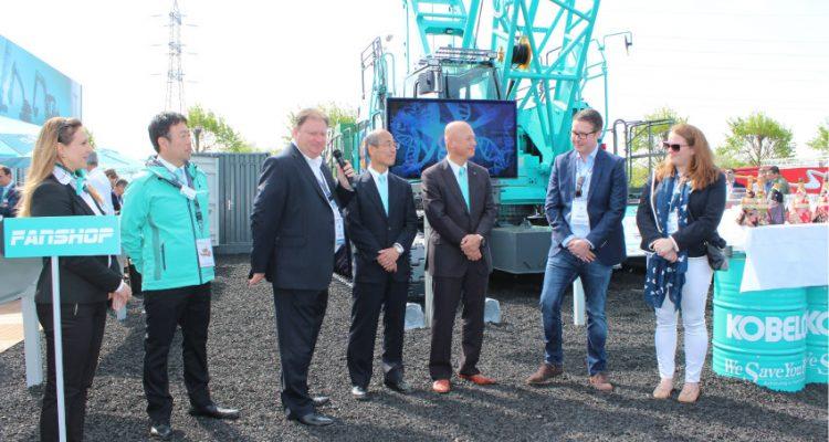 Kobelco Ceremony marks handover of new Kobelco CKE900G-2 to UK's Q Crane & Plant Hire