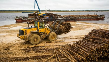 Modified Volvo crawler excavator and wheel loader revitalise timber rafting in northern Russia