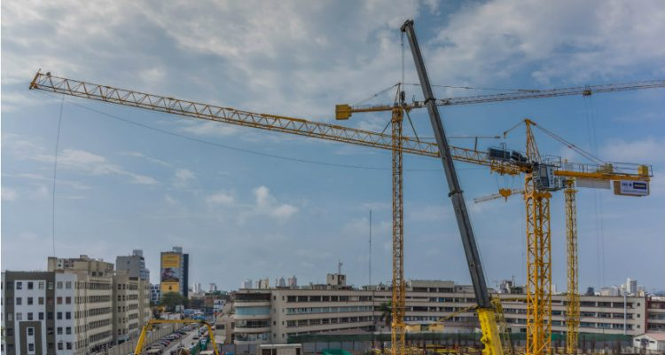 Four Potain cranes build new police hospital in Peru