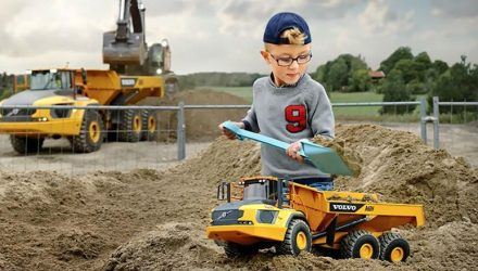 Get your first Volvo machine: Volvo A60H Kids Toy