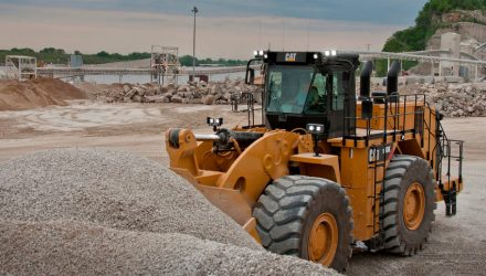 Cat 990K Aggregate Handler boosts wheel loader production in rehandling applications