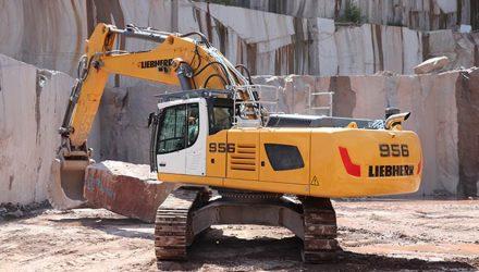 Two Liebherr R 956 crawler excavators in Petitjean granite factory