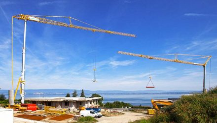 Pair of Potain self-erecting cranes build villas on Lake Geneva